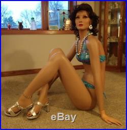 DG Williams Mannequin Female Floor sitter