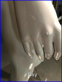 Free Shipping Showroom Sample Fiberglass Headless Female Mannequin Gloss White