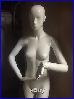 Mannequin Female Standing 5'10 33 in Waist Porcelain Display Model