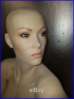 Patina V vintage mannequin Karina