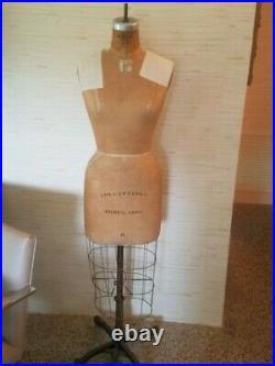 VINTAGE WOLF COLLAPSIBLE SHOULDER Female Professional Dress Form Sz 8 1968